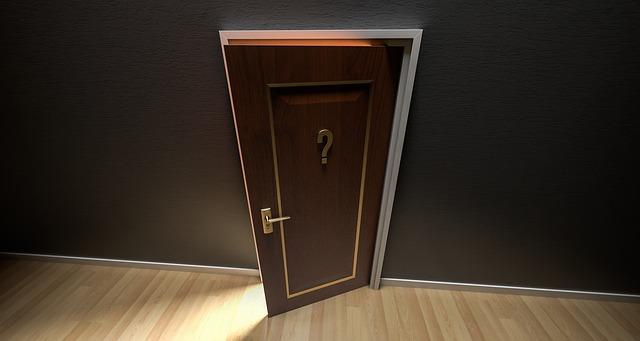 dveře s otazníkem