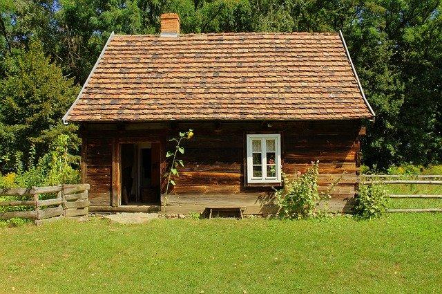 dřevěná chatka